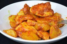 Prepara el clásico pollo al ajillo con salsa de tomate y ten a mano una barra de pan para mojar. Esta receta es del blog COCINA FAMILIAR CON JAVIER ROMERO.