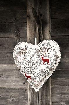 Scandinavian folk art look Swedish Christmas, Christmas Hearts, Noel Christmas, Scandinavian Christmas, All Things Christmas, Christmas Ornaments, Xmas, Scandinavian Folk Art, Scandinavian Embroidery