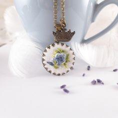 Charm- & Bettelketten - Halskette bestickte ROSE, blaue Rosen - ein Designerstück von atelier-Brocante bei DaWanda
