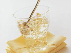 Champagner-Gelee mit Blattgold ist ein Rezept mit frischen Zutaten aus der Kategorie Gelee. Probieren Sie dieses und weitere Rezepte von EAT SMARTER!