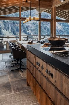 The Chalet In Oberlech in Lech, Austria Chalet Interior, Ski Chalet Decor, Log Home Kitchens, Chalet Design, Modern Mountain Home, Cabin Interiors, Mountain Home Interiors, Luxury Cabin, Restaurant Interior Design