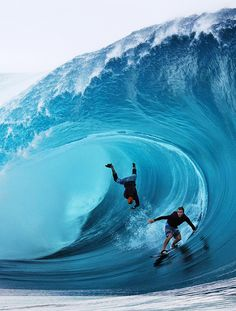 French Polynesia,Tahiti Island, Teahupoo Surfers McNamara and Healey of the U. compete during a free session of surf tow in, in the southern Pacific ocean island of Tahiti. Surfs Up, No Wave, Big Waves, Ocean Waves, Ocean Sunset, Ocean Beach, Foto Picture, Big Wave Surfing, Surf Wave
