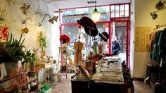 Ad Hoc y Vincapervinca, floristería y tienda de ropa en el barrio de Las Letras