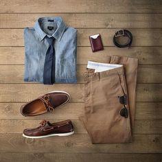 Comfortable yet confident. Cardholder: @maison630 The Dante. Burgundy chromexcel, red-brown Bubinga wood. Shirt/Chinos: @jcrew Tie: @apolis Chambray from @birchbox @birchboxman Shoes: @rancourtco Boat...