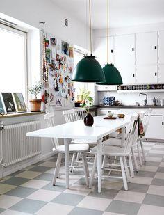 Ruotsalainen keittiö. Kiva lattia.