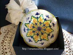Ciotolina di ceramica dip.a mano #Italy http://ceramicamia.blogspot.it/2011/03/le-bomboniere-di-ceramica-dipinte-mano.html