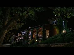 The house at this vineyard in Napa Valley (from the Parent Trap) is so pretty. Definitely my style, I love the veranda