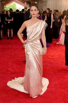 Lizzy Caplan in a silk pastel Donna Karan Atelier one-shouldered draped gown #MetGala