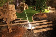 岩と光の共演。岩の様々な表情を映し出すインパクトのある庭。 #LightingMeister #GardenLighting #OutdoorLighting #Exterior #Garden #Lightup #Rock #Impact #StonePavement #Nature #岩 #インパクト #庭 #石畳 #自然