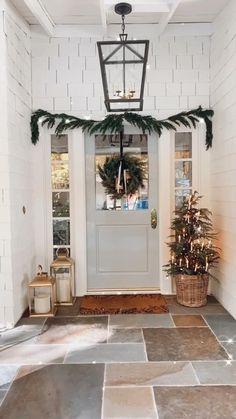 Christmas Mantels, Christmas Home, Christmas Wreaths, Simple Christmas, Christmas Ideas, White Christmas, Xmas, Modern Christmas, Christmas Wishes