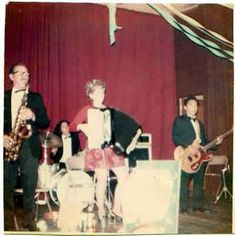 Alex Van Halen on drums with his father Jan Van Halen on sax playing polka music, early somewhere in Los Angeles. Eddy Van Halen, Alex Van Halen, Van Halen 5150, Polka Music, Electric Guitar Kits, Diver Down, Becoming A Father, Cover Songs, S Stories