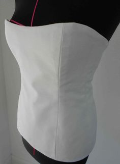 Sewing Patterns Easy How to make a Quick and Easy Basic Corset. This is fantastic. It most definitely will be used to make a costume piece. this summer. - How to Make a Corset (quick Easy): Diy Clothing, Sewing Clothes, Clothing Patterns, Sewing Patterns, Diy Corset, Sewing Hacks, Sewing Tutorials, Sewing Crafts, Beginners Sewing