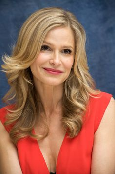 Square Face Shape - Kyra Sedgewick Kyra Sedgwick, Kevin Bacon, Closer, Face Reference, Square Faces, Beautiful Celebrities, Beautiful Women, Face Shapes, Diva