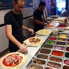 Deli Food, Cafe Food, Pizza Cooker, Pizzeria Design, Pizza Store, Steak Pizza, Cafe Shop Design, New York Pizza, Food Kiosk