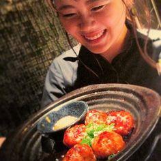 【必食】みんな大好き、つくね秘伝のたれ焼き\\\\٩( 'ω' )و ////久々登場の看板娘がとびきりの笑顔でお待ちしております!  #つくね #間違いない #ロングセラー #レモンサワー #ハイボール #生 #ビール #元町 #神戸 #kobe #トアウエスト #和食 #肉 #晩ごはん #合コン #同窓会 #女子会 #food #飯テロ #foodstagram