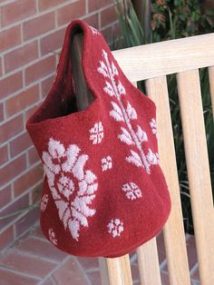 Ravelry: Floral Gathering Sac pattern by Pam Allen
