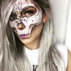 Her Skulls are breathtaking... check this #MehronGirl Out!! #Repost @kati_powderbrush and our friends at @MehronMakeup Half glitter skull look Product Details @mehronmakeup Paradise Paint Clown White @mehronuk Paradise Paings Black @nyxcosmetics_de Liquid Suede Sway @nyxcosmetics Love Contours All Eyeshadow Palette @uniwigs wig @nyxcosmetics_de Wicked Lashes 07 . Letztes Foto von meiner Totenkopfmaske. Hadde Brudis . . . . #mehrongirl #mehronmakeup #bennye #bennyemakeup #nyxcosmeticsgermany…