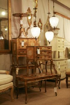 French tables and Lamps! Furniture Market, Cool Furniture, Patina Style, Shabby Chic Desk, French Table, French Country House, French Furniture, French Decor, French Antiques
