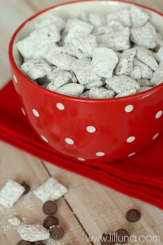 Our Favorite Puppy Chow Recipe So easy to makewhich includes chex cereal powdered sugar yummy melted peanut butter and chocolate chips Puppy Chow Recipes, Chex Mix Recipes, Snack Recipes, Dessert Recipes, Cooking Recipes, Yummy Snacks, Delicious Desserts, Yummy Food, Tasty