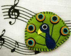 Amadeus the peacock - felt brooch or magnet, animal brooch or magnet on Etsy… Felt Fabric, Fabric Art, Fabric Crafts, Felt Diy, Felt Crafts, Peacock Crafts, Felt Keychain, Felt Brooch, Brooch Pin