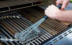 Come pulire il barbecue - la guida! Griglie sporche di grasso, incrostate da residui di cibo. Il braciere vistosamente macchiato dai succhi di cottura impastati con la cenere. Sè questo è lo spettacolo che ti si presenta dopo ogni gri #barbecue #faidate #pulizia