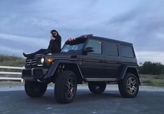 Kylie Jenner poses on her Lamborghini after getting G-Wagon wrapped in matching orange Auto Jeep, Jeep Cars, Carros Mercedes Benz, Mercedes Benz G, New Mercedes G Wagon, Dream Cars, My Dream Car, Kylie Jenner Car, Lux Cars