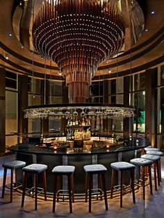 Guarantee you have access to the best lighting pieces for your bar project - What kind of lamp do you need? Lounge Design, Design Room, Lounge Bar, Bar Interior Design, Restaurant Interior Design, Design Studio, Deco Restaurant, Luxury Restaurant, Restaurant Lounge