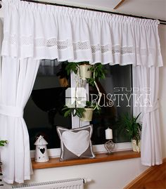 Shabby Chic Kitchen Curtains, Cocina Shabby Chic, Shabby Chic Homes, Cream Curtains, Valance Curtains, Kitchen Essentials, Xmas Decorations, Curtain Rods, Window Treatments
