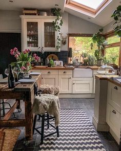 Boho Kitchen Decor Ideas for House or Apartment Home Kitchens, Kitchen Remodel, Kitchen Design, Sweet Home, Kitchen Inspirations, Cozy House, Home Decor Kitchen, Kitchen Interior, Home Decor