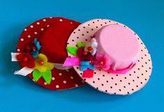 Sandra Machado shared a video Felt Crafts, Diy And Crafts, Crafts For Kids, Paper Crafts, Mothers Day Crafts, Barbie Und Ken, Plastic Bottle Caps, Diy Barbie Furniture, Diy Hat