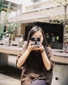 Nadiah & her SX70 @kamaltung __ #RetroikaFilme