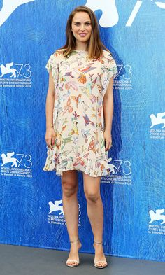 Venice Film Festival Best Red Carpet Moments - Natalie Portman in a butterfly print mini dress Celebrity Maternity Style, Maternity Fashion, Celebrity Style, Festival 2016, Film Festival, Natalie Portman Style, Pregnant Celebrities, Seductive Women, Red Carpet Looks