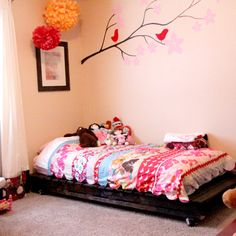 DIY Twin Bed from Wood Pallets | emily jones photography