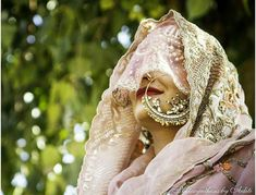 Practical Indian Bridal Fashion Trends so you look AND feel like a FAB Bride! Bridal Makeup For Brunettes, Bridal Jewellery Inspiration, Bridal Jewelry, Kate Spade Bridal, Indian Wedding Photography, Photography Couples, Vintage Veils, Indian Bridal Fashion, Bridal Shower Rustic