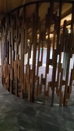 This wall contains hundreds of pieces, sanded, stained and assembled for a work of art like no other. We used reclaimed Oregon Fir for this wall. Its incredible what can happen when you get out of the box. Ingenuity, commitment and perseverance till the job is done. That is how we do it here at Jewell Hardwoods. Everything done with excellence. . Let us know if you have a project you would like us to help design and build. Living Room Partition Design, Room Partition Designs, Wall Panel Design, Wall Decor Design, Futuristic Architecture, Interior Architecture, Diy Furniture Building, First Apartment Decorating, Bamboo Wall
