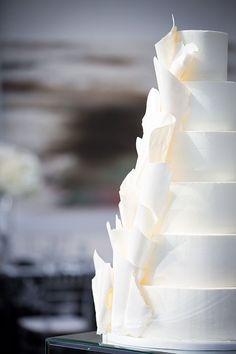 Photographer: Melissa & Beth | Event Planner: Events by Elle | Bakery: Adorn Cakes | Bridesmaid Dresses: Brideside and Watters | Groomsman Attire: Vera Wang | Dress Designer: Vera Wang | Calligrapher: Lauren Heim Studio | Signage: Lauren Heim Studio | Band: The Patrick Lentz Band | Floral Designer: Good Earth Floral Design Studio | Lighting: Platinum KC | Event Venue: The Brass on Baltimore | Reception Venue: The Gallery Event Space Wedding Cake Rustic, Wedding Gifts, Wedding Cakes, All White Wedding, Minimal Wedding, Wedding Planning, Wedding Ideas, Floral Cake, Plan Design