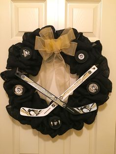 Pittsburgh Penguins Hockey Wreath #wreathswithatwist www.wreathswithatwist.com