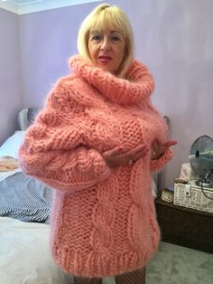 Mohair, piss and much more. Thick Sweaters, Cardigan Sweaters For Women, Girls Sweaters, Sweater Outfits, Wool Sweaters, Long Cardigan, Mohair Sweater, Pink Sweater, Jumper