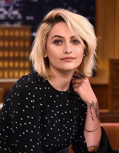 Stunning Photos Of Micheal Jackson's Daughter Paris Jackson. Daughter of Micheal Jackson. Cara Delevingne, Bobs, Image Paris, Shoulder Length Blonde, Look 2018, The Jacksons, Grow Out, Jimmy Fallon, Celebrity Babies