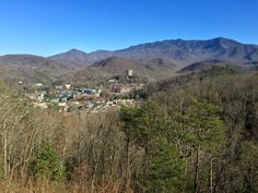 Nestled in the Great Smoky Mountains National Park, Gatlinburg, Tennessee provides 360 degrees of breathtaking mountain views.