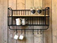 Afbeeldingsresultaat voor ideeen houten kistjes ophangen aan stang
