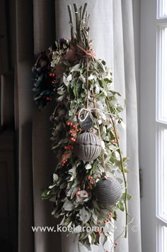 Festoen, oftewel guirlande van Hoffz Woodland Christmas, Christmas Love, Christmas Design, Rustic Christmas, Christmas And New Year, Christmas Wreaths, Christmas Ornaments, Fall Decor, Holiday Decor