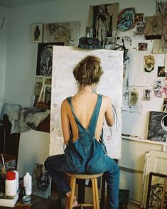 What is Your Painting Style? How do you find your own painting style? What is your painting style? Fotografie Hacks, Shotting Photo, Artist Aesthetic, Art Studios, Artist At Work, Photography Poses, Painting, Artsy, Future