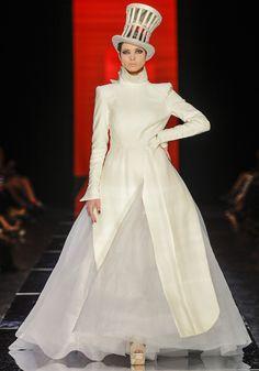 Les robes de mariée de la haute couture: Jean Paul Gaultier http://www.vogue.fr/mode/news-mode/diaporama/les-robes-de-mariee-de-la-haute-couture/8928/image/554990#!defile-jean-paul-gaultier-haute-couture-automne-hiver-2012-2013