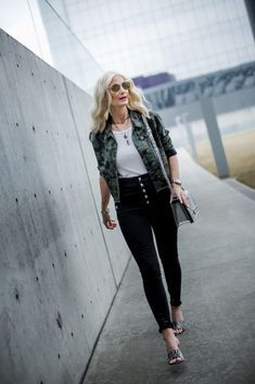 45c0afd3751fbe Dallas fashion blogger wearing slimming black jeans
