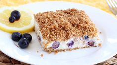 Lemon Blueberry Frozen Crunch Cake - This refreshing lemony frozen dessert is incredibly easy, can be made way in advance, and is simply delicious! Ice Cream Desserts, Köstliche Desserts, Frozen Desserts, Delicious Desserts, Frozen Treats, Icebox Desserts, Delicious Dishes, Blueberry Crunch, Blueberry Ice Cream