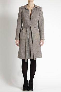 Well cut dress coat. #minimalist #fashion