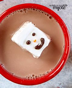This easy-to-make Snowman Hot Chocolate Topper is sure to appeal to kids of all ages. Float one cube on top of each mug of hot chocolate for the perfect ending to a day of ice skating, skiing or tobogganing. Cool Whip, Melting Chocolate, Hot Chocolate, Chocolate Toppers, Yummy Drinks, Yummy Food, Freezer Containers, Recipe Please, Cooking Instructions