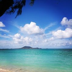 Kailua Beach Park on Oahu is a nice change of pace from the hustle and bustle of Waikiki. Enjoy the long stretch of white sand beach and turquoise waters. Hawaii Resorts, Hawaii Vacation, Vacation Places, Hawaii Travel, Kailua Beach, Waikiki Beach, Kailua Hawaii, Go Hawaii, Hawaii Life