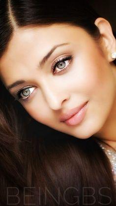 Aishwarya Rai Young, Aishwarya Rai Pictures, Actress Aishwarya Rai, Aishwarya Rai Bachchan, Bollywood Actress, Beautiful Models, Gorgeous Women, Prom Makeup Looks, Lovely Eyes